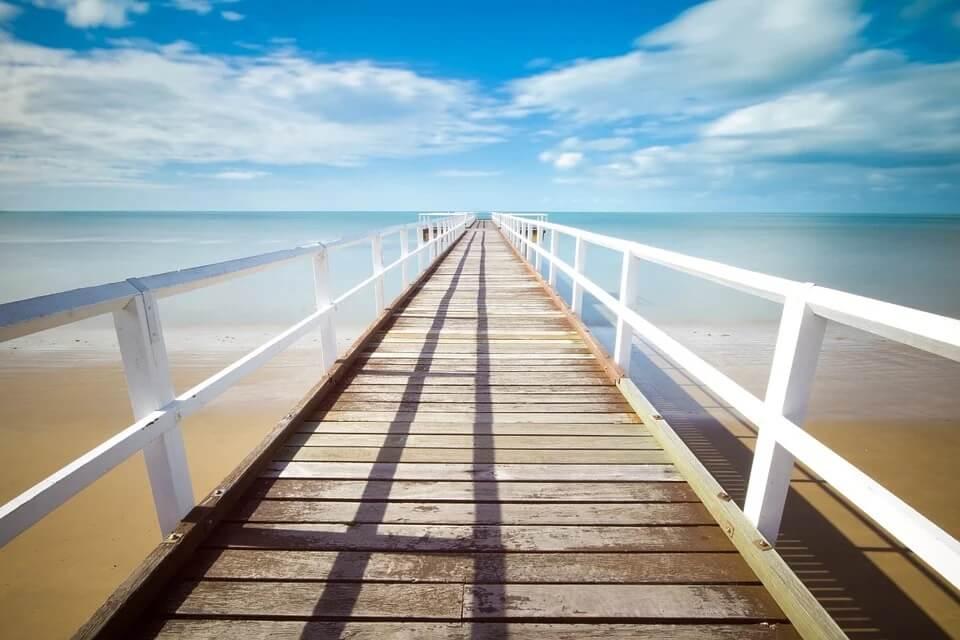Chemin en bord de mer symbolisant le chemin emprunté lors d'une formation